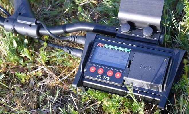 Металлодетектор в поле