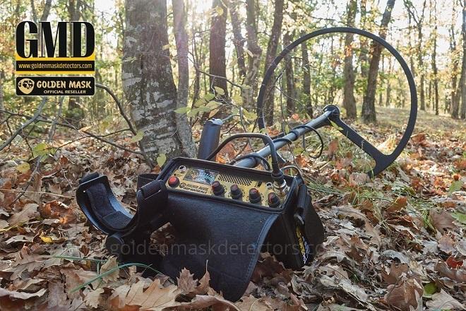 В лесу металлоискатель